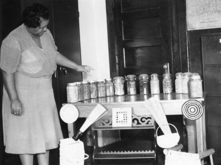 Dazelle Foster Lowe, 1940